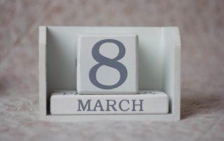 calendario con día 8 de marzo